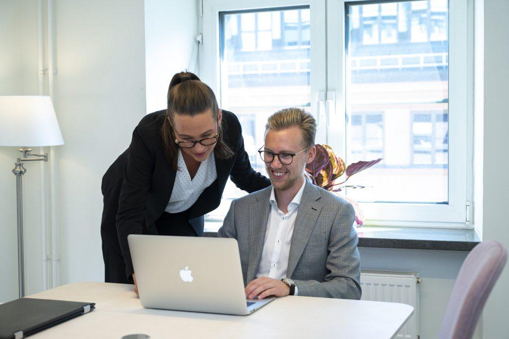 Ett mångårigt arbete med att intervjua tusentals yrkesverksamma ekonomer har utmynnat i en mycket gedigen och relevant CV-databas.